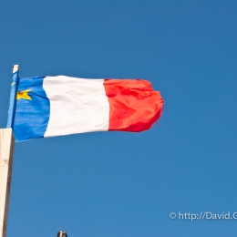 Photo du drapeau acadien à Havre-Aubert