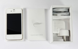 Apple-iPhone-4S-unboxing-03