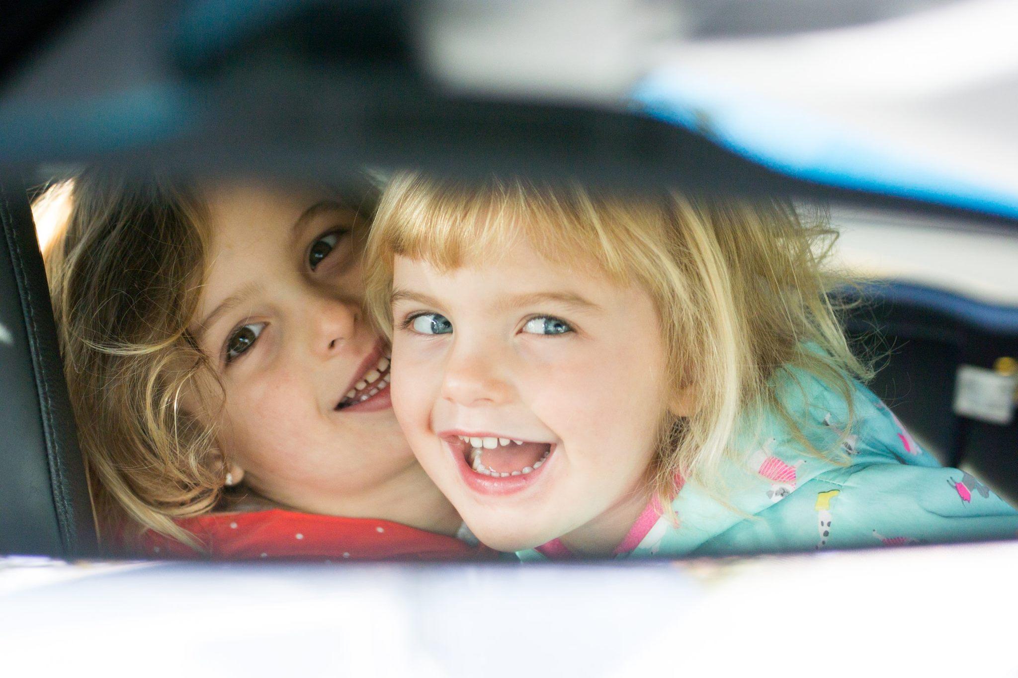 Pour prendre des belles photos d'enfants, demandez-leur de vous regarder pendant leurs folies !